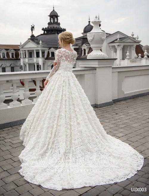 http://amore-novias.com/images/stories/virtuemart/product/lux003--------(3).jpg