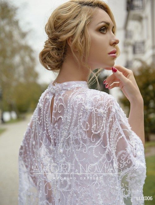 http://amore-novias.com/images/stories/virtuemart/product/lux006--------(3).jpg