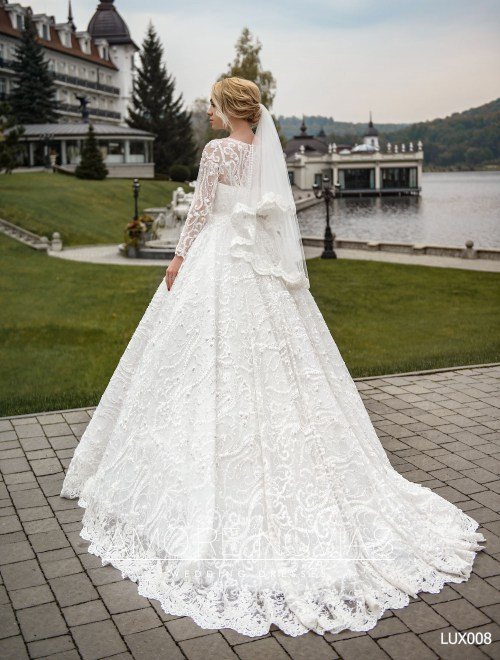 http://amore-novias.com/images/stories/virtuemart/product/lux008--------(4).jpg