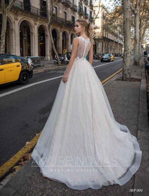 http://amore-novias.com/images/stories/virtuemart/product/mp-004-------(3).jpg