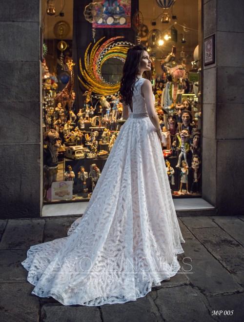 http://amore-novias.com/images/stories/virtuemart/product/mp-005-------(3).jpg