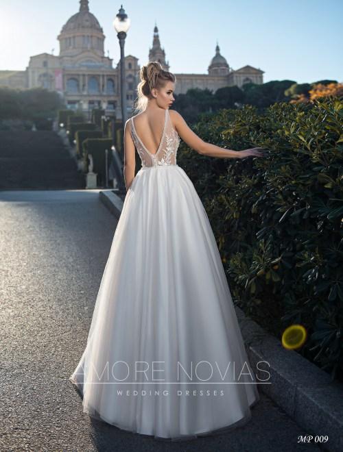 http://amore-novias.com/images/stories/virtuemart/product/mp-009--------(3).jpg