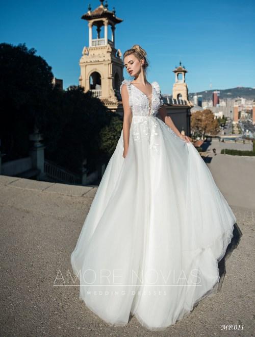 http://amore-novias.com/images/stories/virtuemart/product/mp-011--------(1).jpg