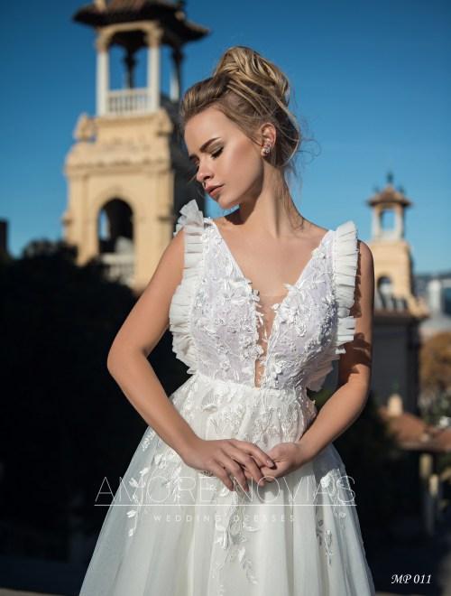 http://amore-novias.com/images/stories/virtuemart/product/mp-011--------(2)4.jpg