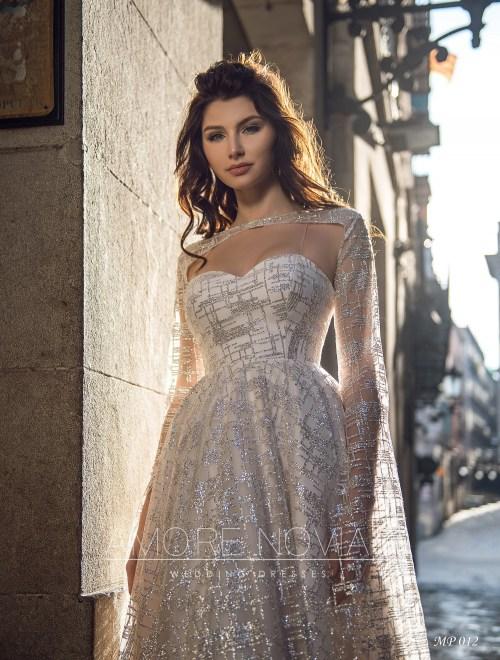 http://amore-novias.com/images/stories/virtuemart/product/mp-012--------(2).jpg