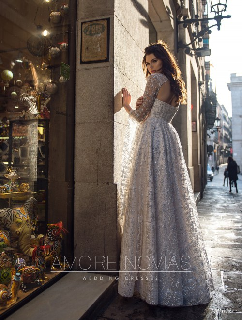 http://amore-novias.com/images/stories/virtuemart/product/mp-012--------(3).jpg