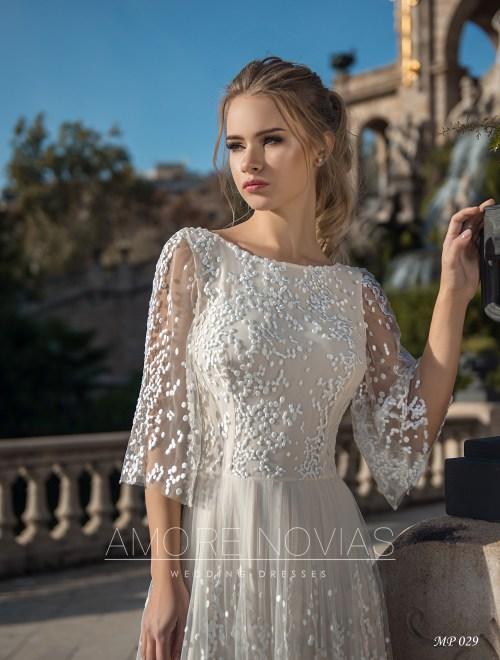 http://amore-novias.com/images/stories/virtuemart/product/mp-029--------(2).jpg