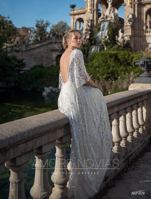 http://amore-novias.com/images/stories/virtuemart/product/mp-029--------(3).jpg