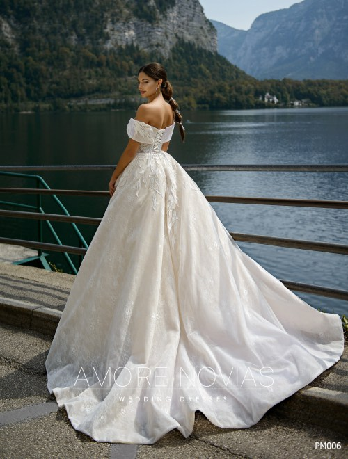 http://amore-novias.com/images/stories/virtuemart/product/pm006-------(3).jpg