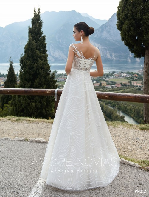 http://amore-novias.com/images/stories/virtuemart/product/pm012-------(3).jpg