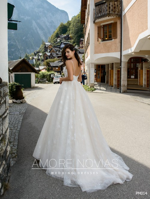http://amore-novias.com/images/stories/virtuemart/product/pm014-------(3).jpg