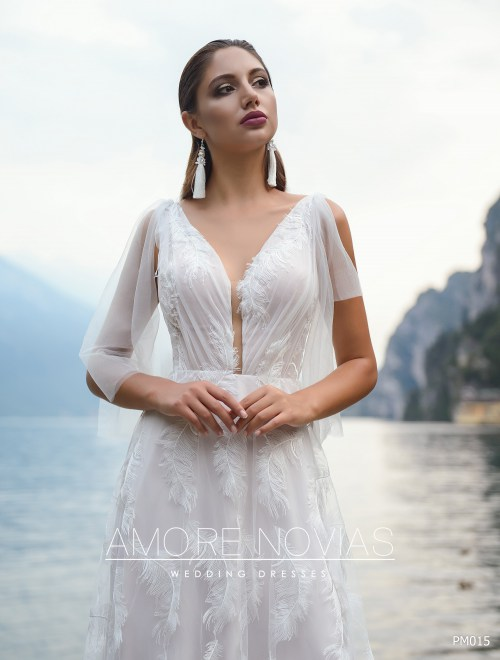 http://amore-novias.com/images/stories/virtuemart/product/pm015-------(2)9.jpg