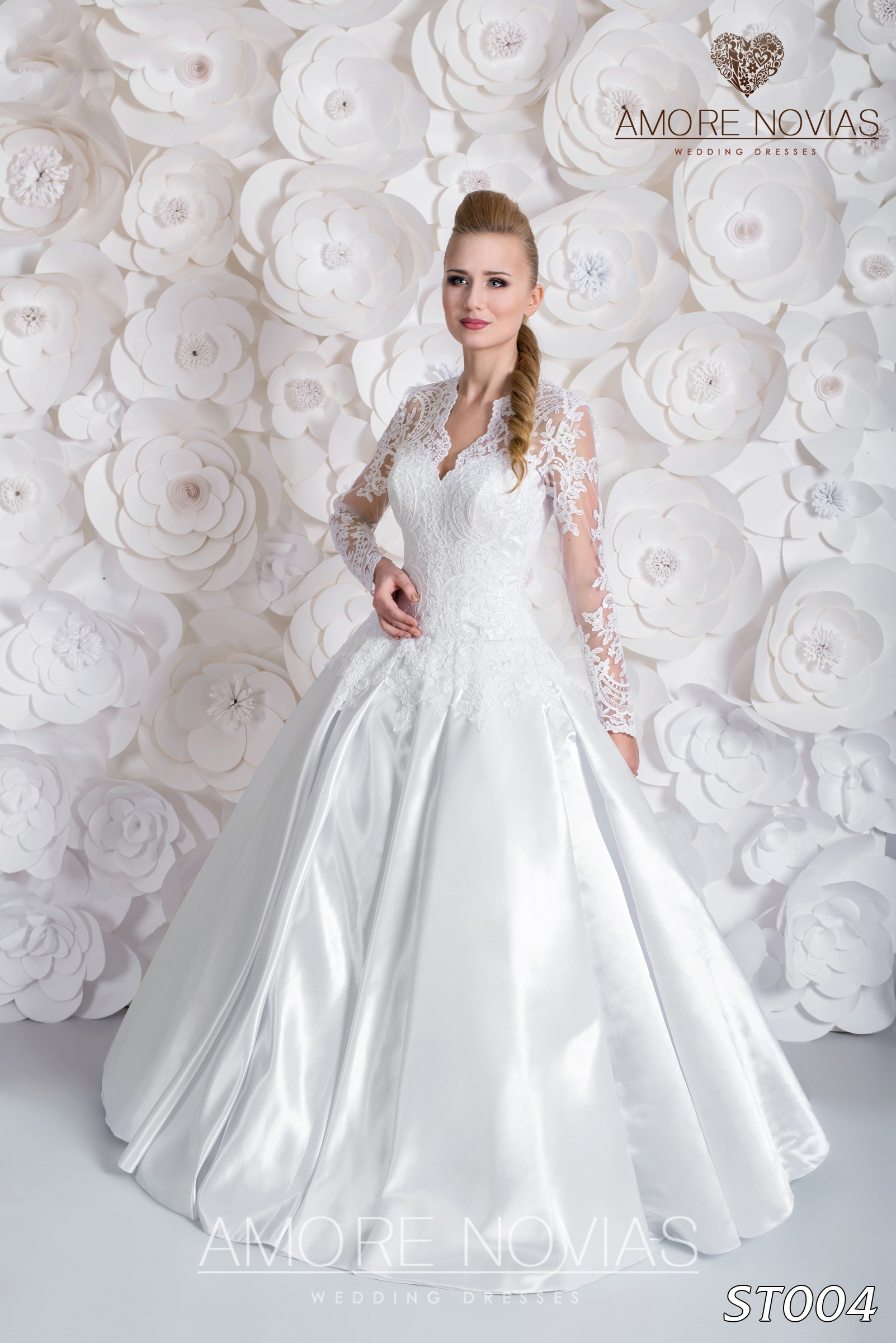 http://amore-novias.com/images/stories/virtuemart/product/st004.jpg