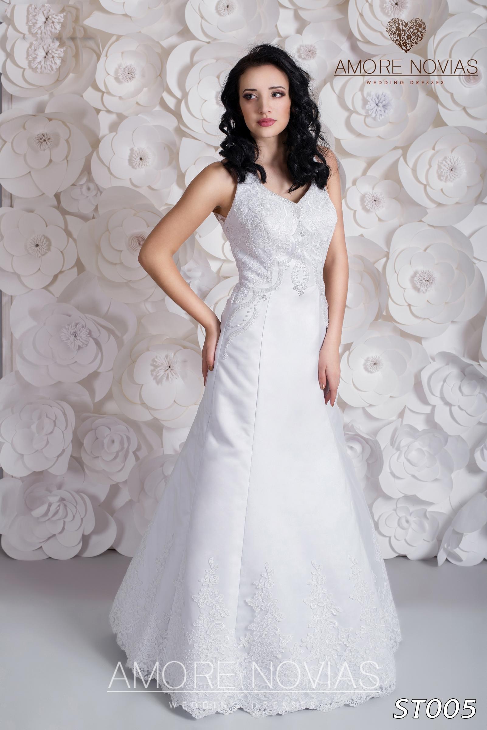 http://amore-novias.com/images/stories/virtuemart/product/st005.jpg