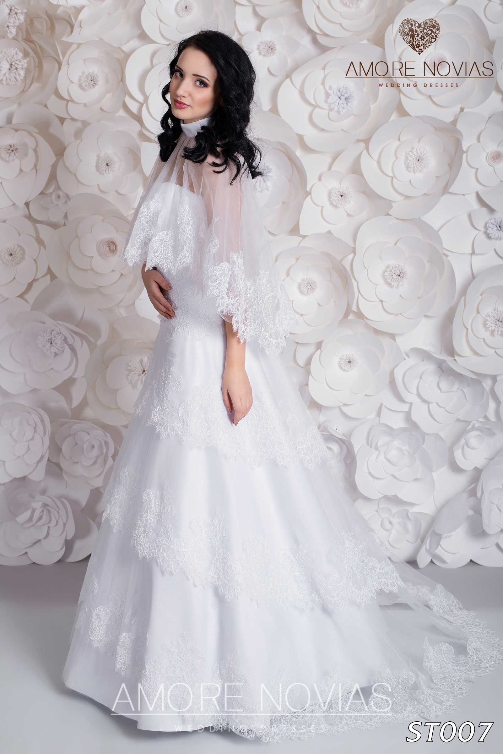 http://amore-novias.com/images/stories/virtuemart/product/st007.jpg