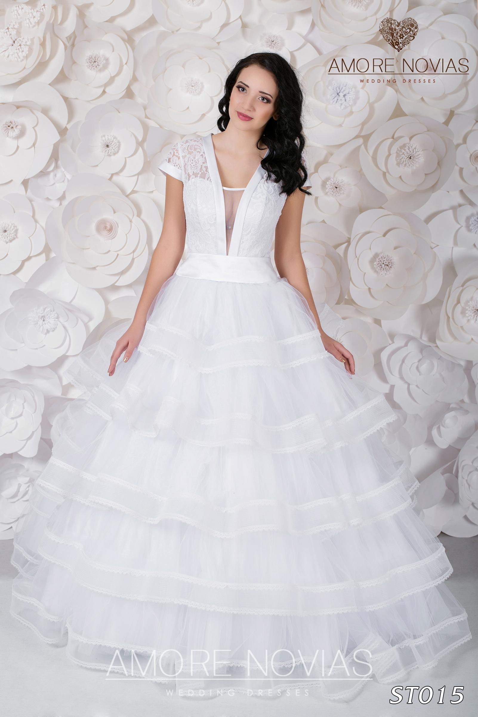 http://amore-novias.com/images/stories/virtuemart/product/st015.jpg