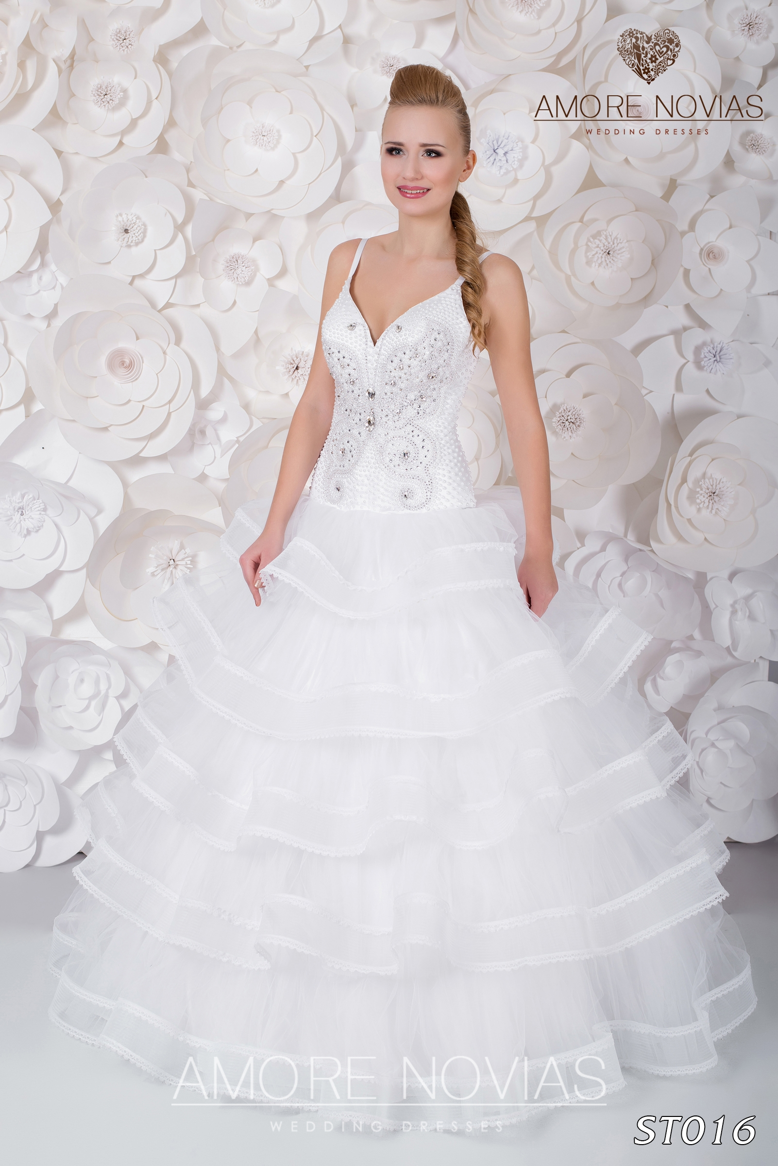 http://amore-novias.com/images/stories/virtuemart/product/st016.jpg