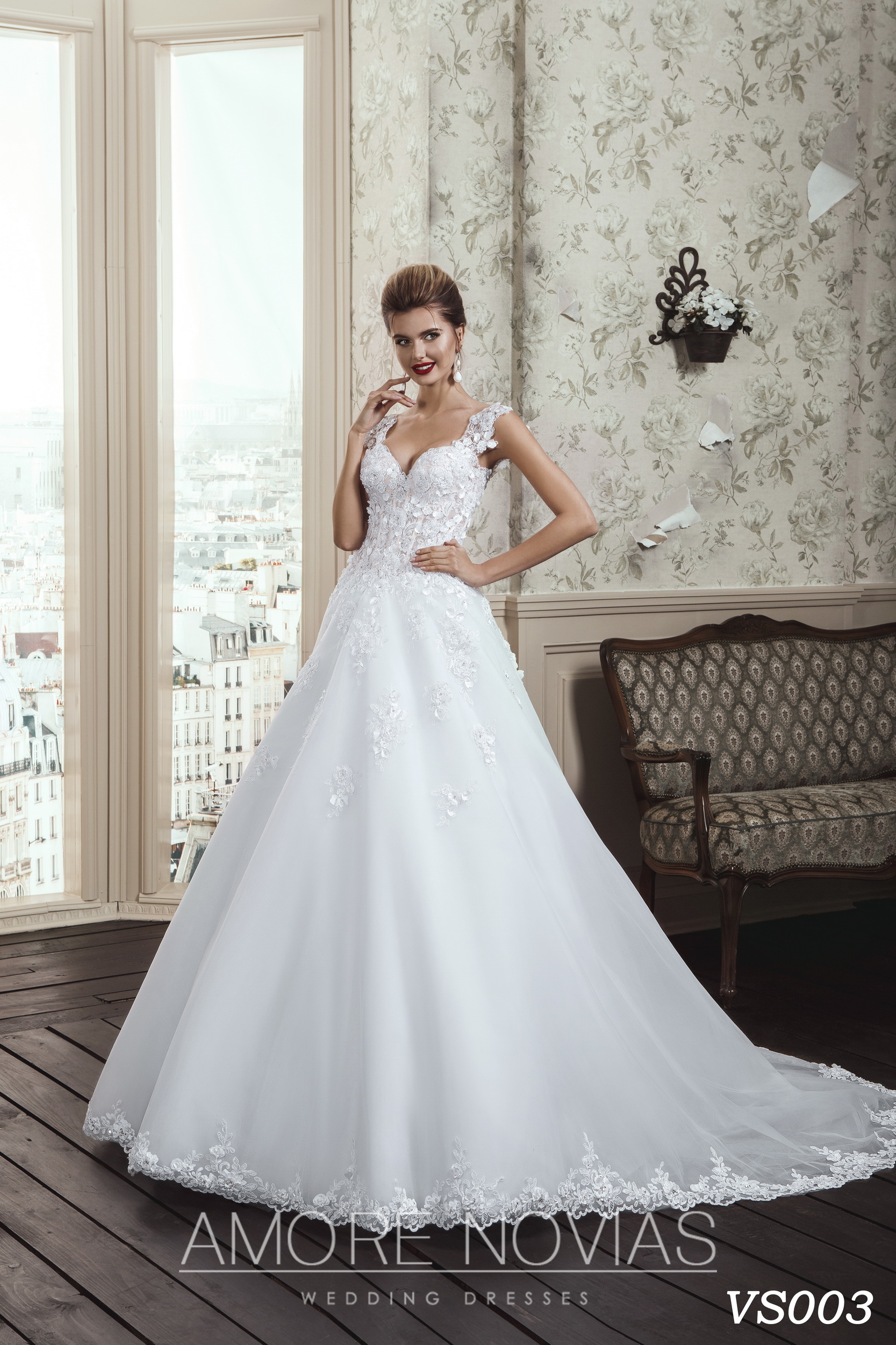 http://amore-novias.com/images/stories/virtuemart/product/vs003.jpg