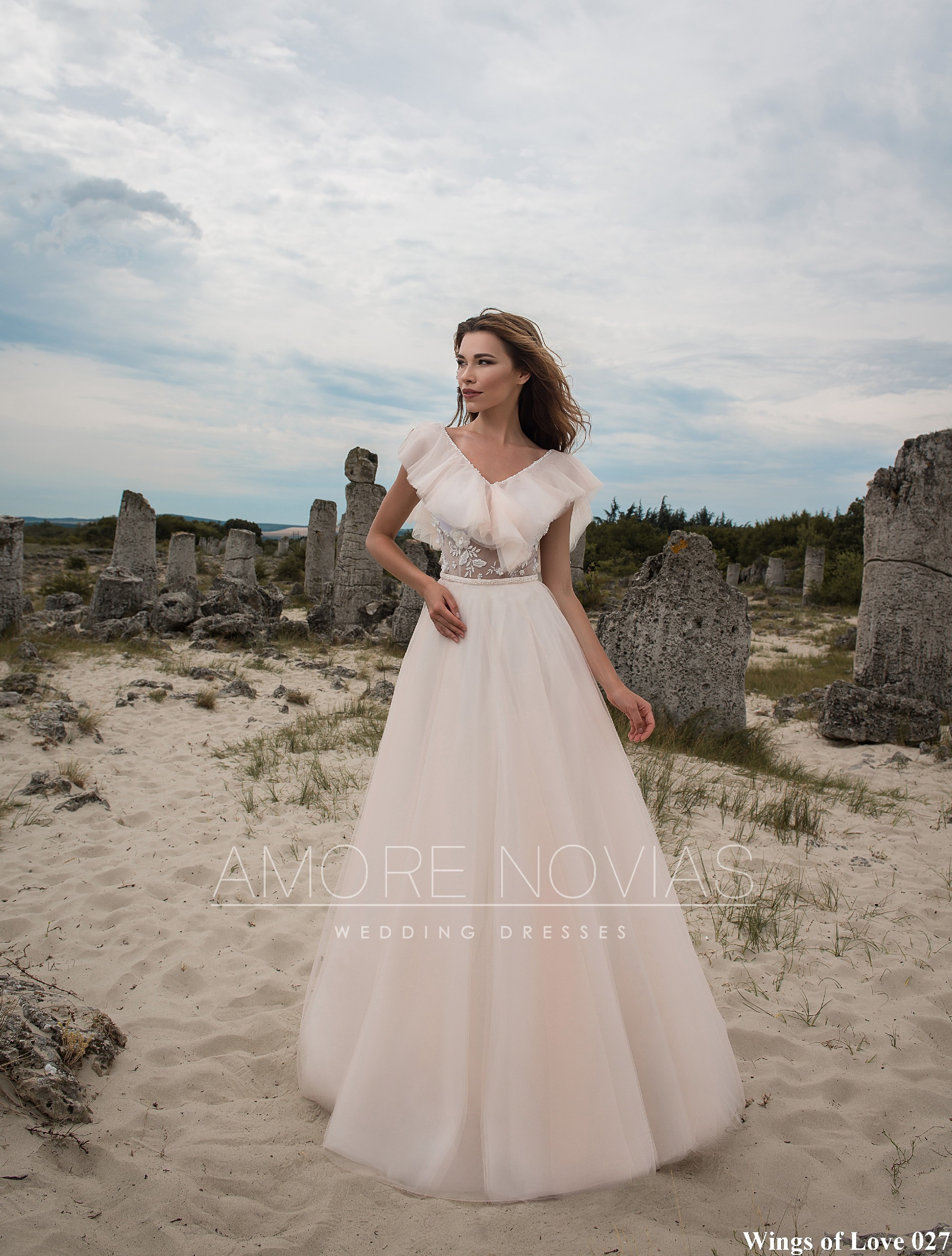 https://amore-novias.com/images/stories/virtuemart/product/lk-027-------(1).jpg