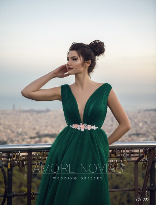 https://amore-novias.com/images/stories/virtuemart/product/fn-005--------(2).jpg