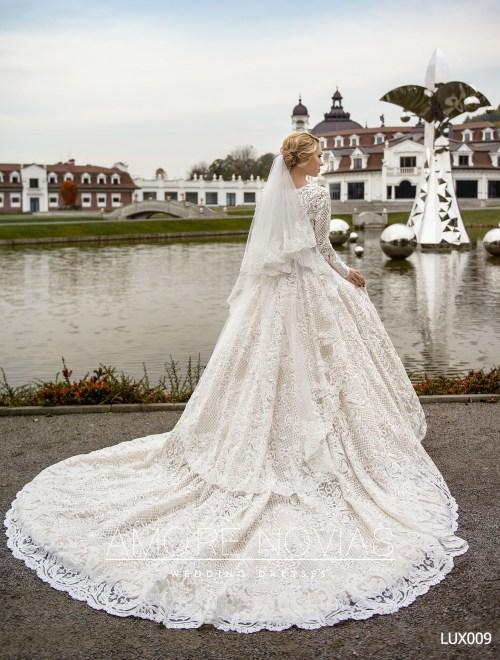 https://amore-novias.com/images/stories/virtuemart/product/lux009--------(3).jpg