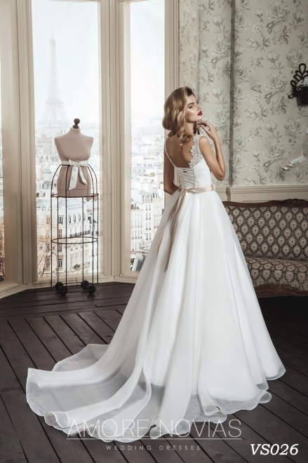 https://amore-novias.com/images/stories/virtuemart/product/vs026a.jpg