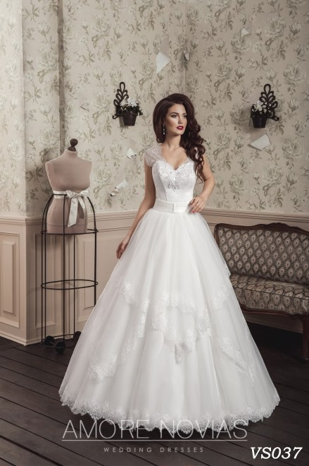 https://amore-novias.com/images/stories/virtuemart/product/vs037.jpg